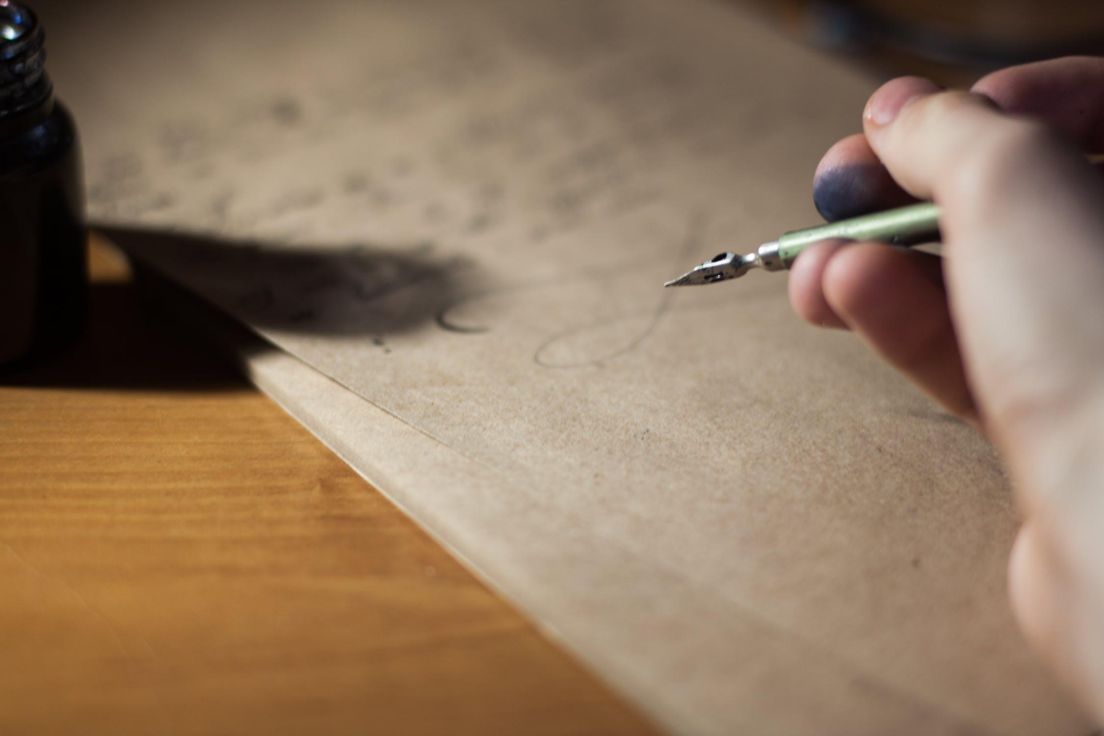 Letras tatuadas